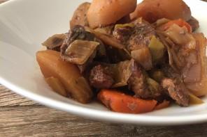 Ternera guisada con verduras en olla lenta