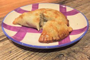 Cómo preparar unas originales empanadillas de pollo con manzana